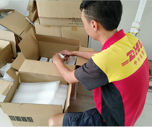 Lepu-Read DHL checking our finished mechanical seal which will be sent to India News On Lepu Machine-2